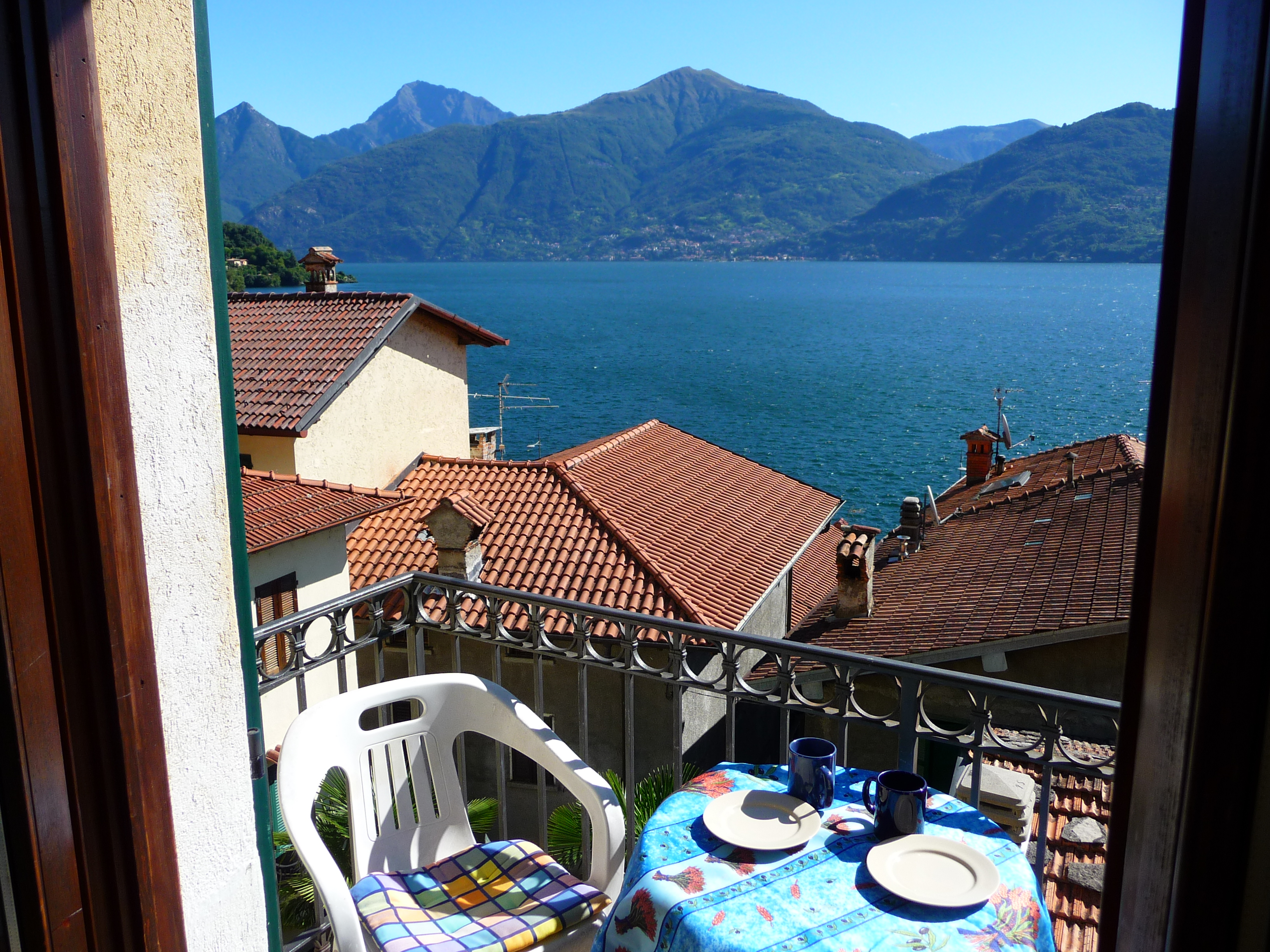 Apartments for rent in lake Como , Menaggio,Italy.Vacation rentals holiday accommodation from private owner,flats to let ,holidays in Menaggio lake Como,rental apartment,house rentals