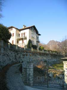 The apartment is in area very quiet and green, with large terrace and beautiful lake view. At about 15 Km from Bellagio and the city of Como, where you can spend your days in culture, art and fun of me even shopping. We also offer the opportunity to deliver the spending at home every day. Those who wish, in fact, will leave a list of products selected from the catalog that provvedremo personally provide and you will then be delivered at home. This service is especially beneficial in case of arrival after the opening hours of shops and warrant that you needed for the first arrival and the following morning. The service is totally free and provides the only regular payment of the receipt issued by the retailer. Lake Como Italy,accommodation,Menaggio accommodation in villa,villas holiday houses,Lake Como holiday houses,vacation rentals,apartments,flats to rent,accommodation,vacancy,property rentals,apartments to let,properties, Como,Menaggio holiday rentals,self catering,home